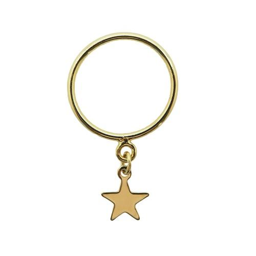 Anillo de plata chapado oro 18K con charm de estrella