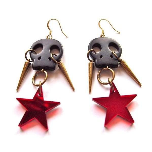 Pendientes Calavera negra con estrella roja y pinchos