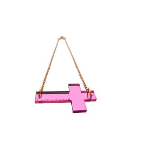 Gargantilla con cruz de espejo rosa