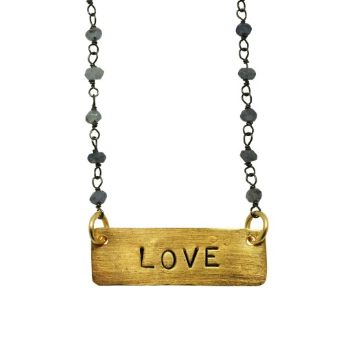 """Collar personalizado con placa """"LOVE"""" y cadena de plata con piedra natural"""