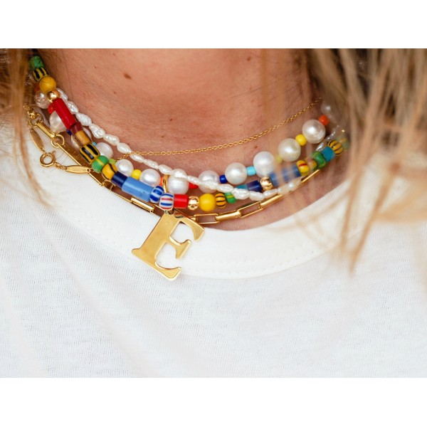 "Collar ""Rainbow of Pearls"" con inicial"