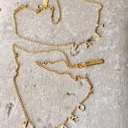Collares •Say my Name• personalizados de plata y circonitas bañados en 3 micras de oro para #AMPARO y #MAVI  Esperamos que los estén disfrutando mucho ❣️❣️❣️  Elige el tuyo en 👉🏻www.eleonordecasanovas.comSeguimos con 15% dto y envío gratis en toda la web utilizando el código BLACK15 hasta el lunes 30/11 💃🏻💃🏻💃🏻  #saymyname#diseñosexclusivos#calidad#tendencia#blackfriday 